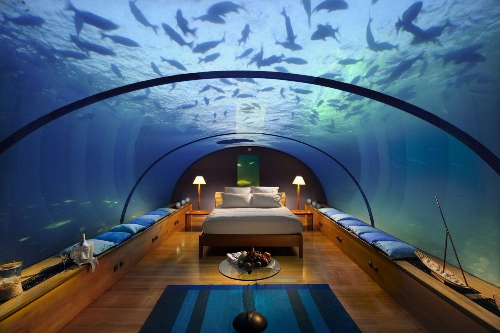 hotel-submarino-poseidon-undersea-resort-4